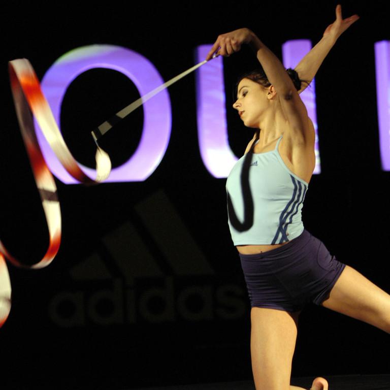 lobo_adidas_colour_tipa